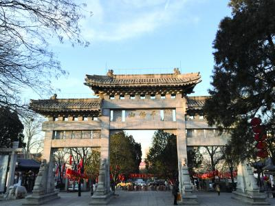10月初,千佛山风景区正门整修一新,为重阳山会做准备